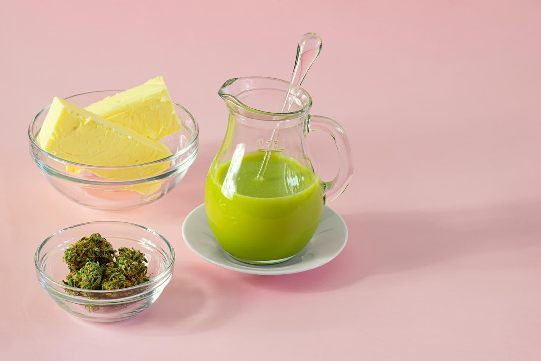Die CBD-Butter als Resultat aus den Zutaten Butter und CBD-Blüten.